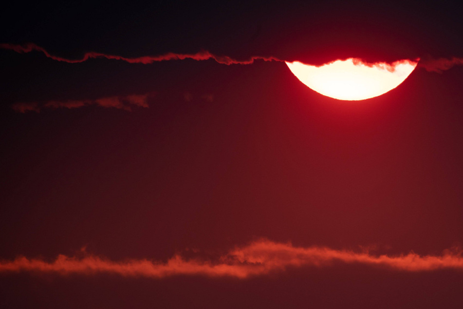 Western wildfires bring air quality alerts and glowing red sun to New York City