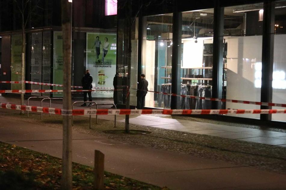 Auch der Bereich vor den Höfen am Brühl wurde durch die Polizei abgesperrt.