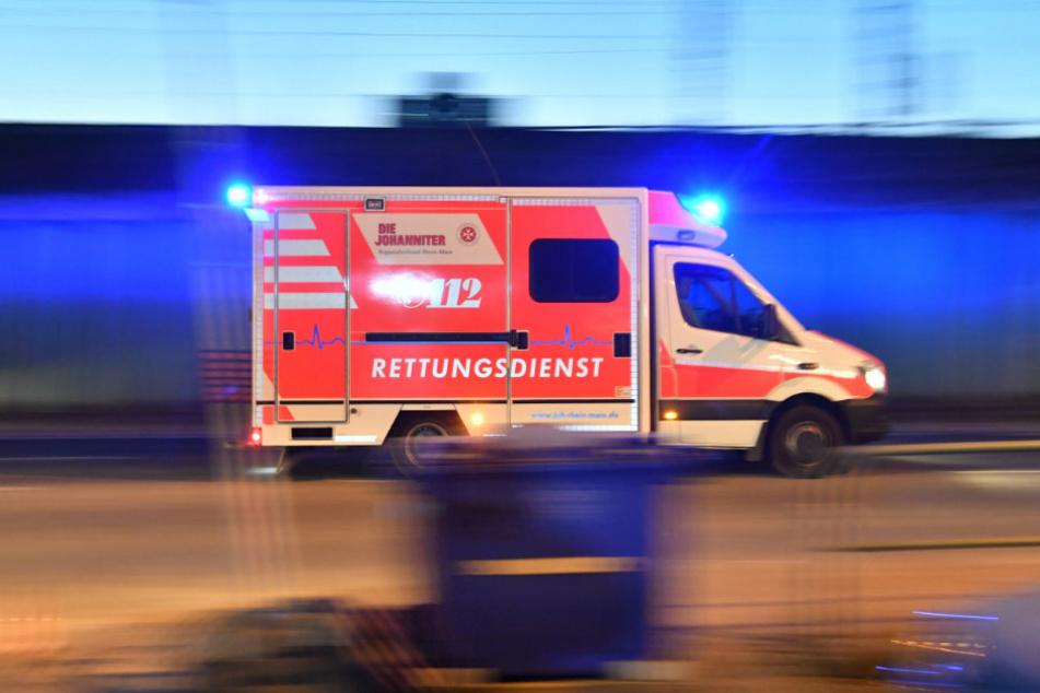 Berlin: Tödlicher Unfall: Autofahrer fliegt aus der Kurve und schleudert gegen Bäume