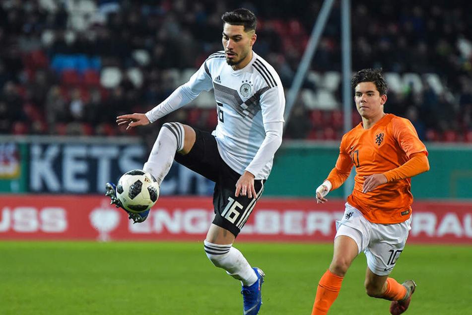 Suat Serdar (l.) absolvierte bereits 39 Länderspiele für die deutschen Jugend-Nationalteams.