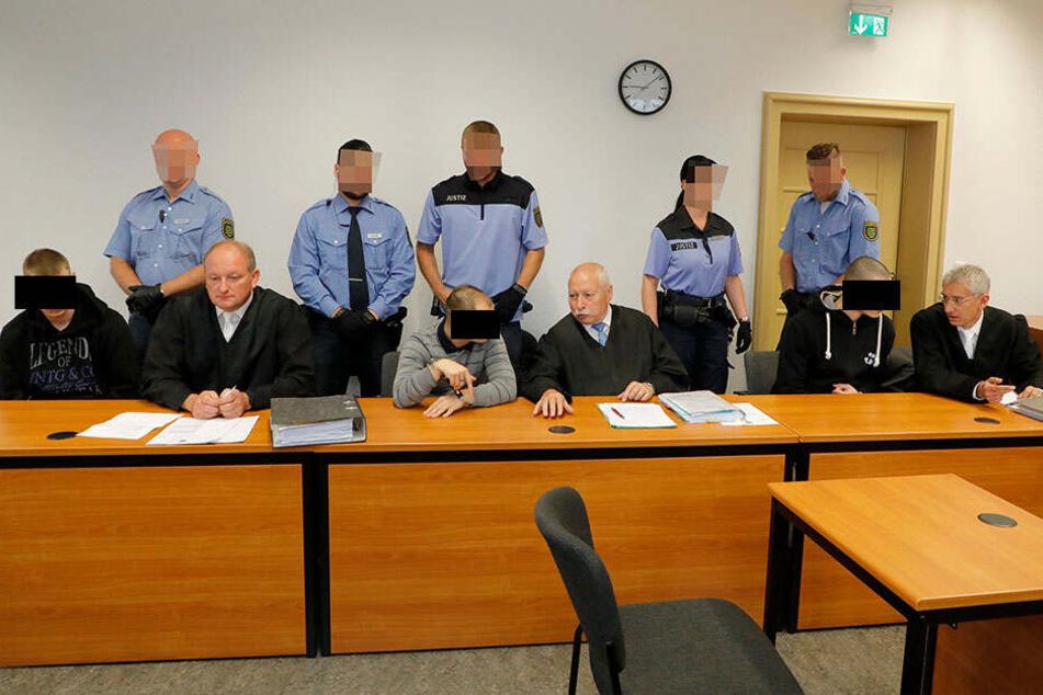 Jens H (v.l.), Stephan H. und Terenc H. auf der Anklagebank.