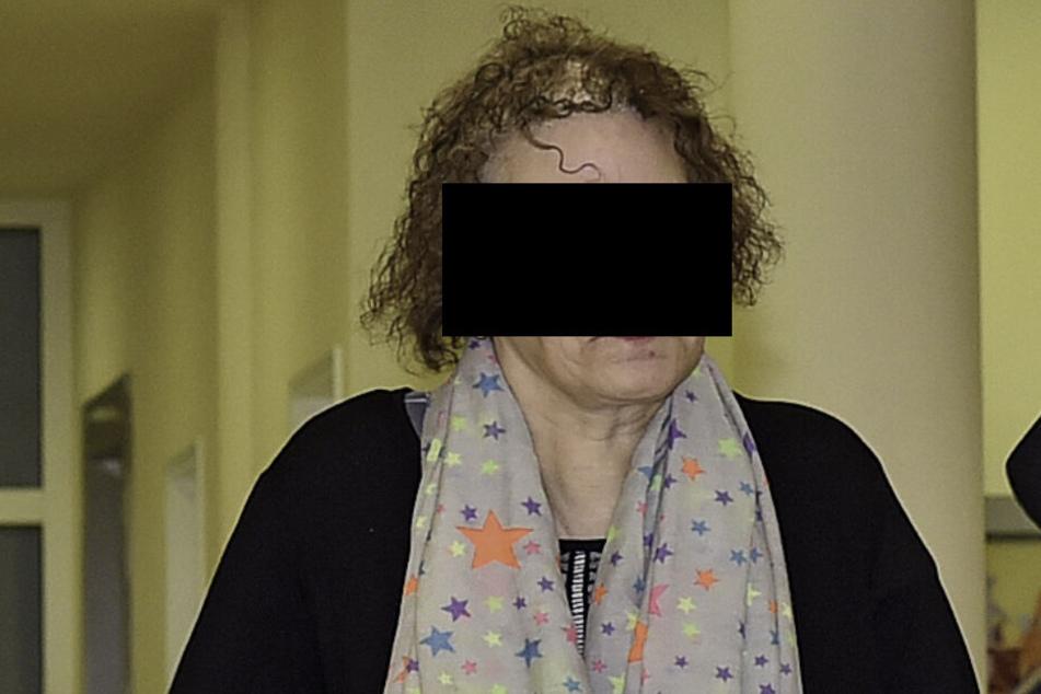 Jutta G. (55) will nichts vom Inhalt der Zigarette gewusst haben, die sie sich mit ihrer Tochter geteilt hatte.