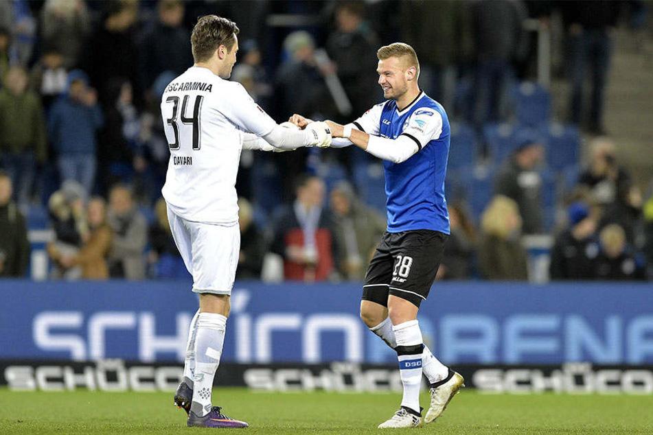 Florian Hartherz (re.) und Keeper Daniel Davari beim 2:0-Heimsieg gegen Kaiserslautern.
