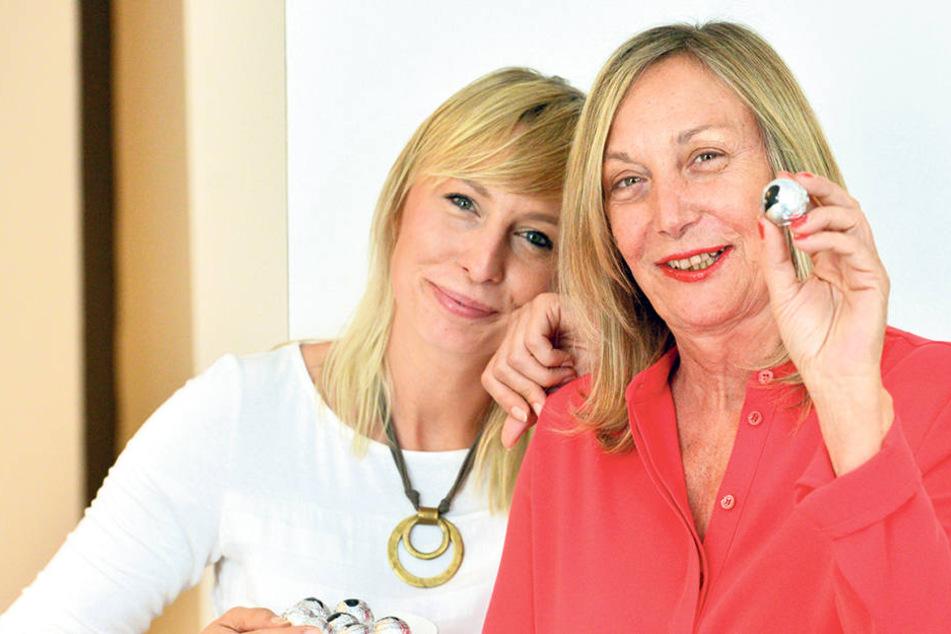 Monika Posch-Silbermann (62, r.) und ihre Tochter Christine (35) haben die leckeren Silbermann-Kugeln ins Leben gerufen.
