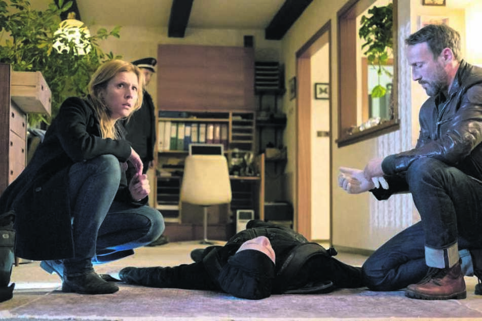 Julia Grosz (Franziska Weisz, 38) und Thorsten Falke (Wotan Wilke Möhring, 51) sind entsetzt: Sie kannten den getöteten Einbrecher.