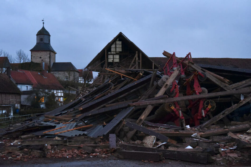 In Nordhessen stürzte ein ganzes Gebäude zusammen.