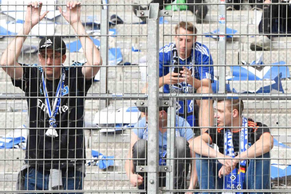 Einige HSV-Fans sind sehr enttäuscht. Der Inhalt ihres Adventskalenders entspricht nicht ihren Erwartungen.