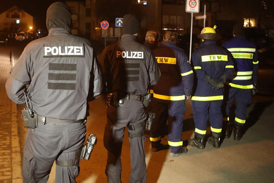 Einsatzkräfte am damaligen Tatort in Unterwellenborn.