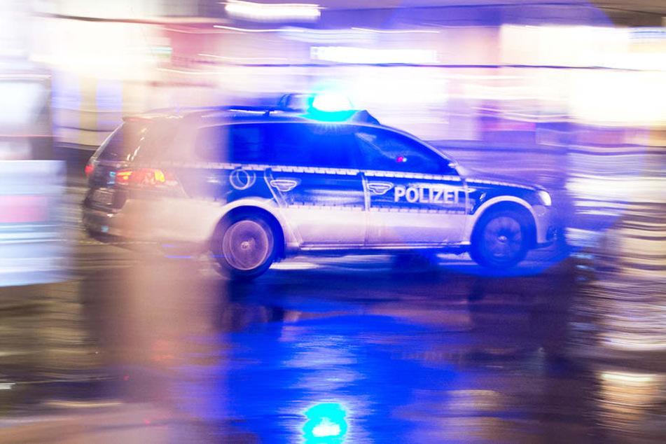 Gegenüber alarmierten Polizisten verhielt sich der 41-Jährige renitent und wurde in Gewahrsam genommen. (Symbolbild)
