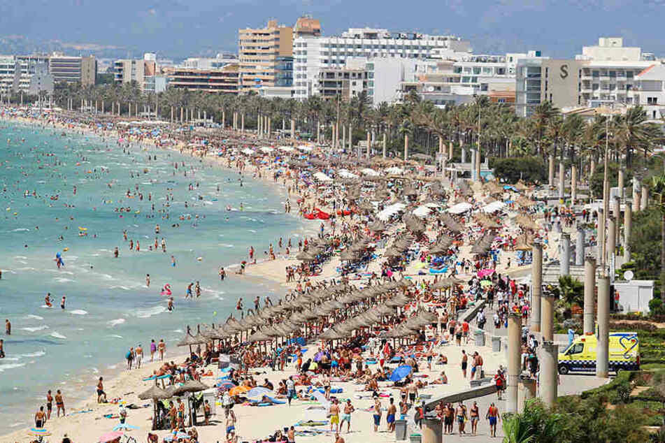 An der Playa de Palma soll ein 18-jähriger Deutscher eine Minderjährige vergewaltigt haben.
