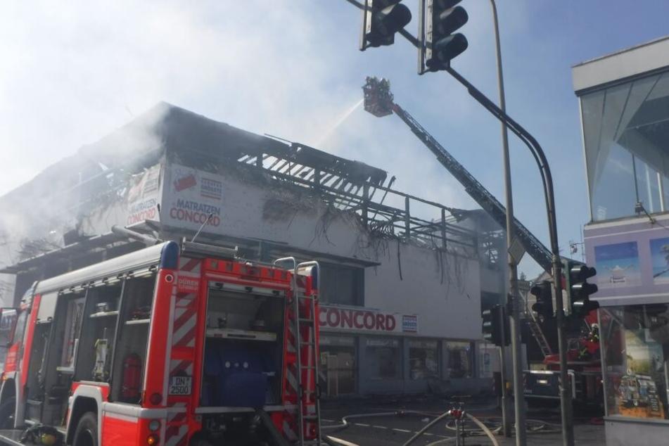 Ein Großteil der Ware des Matratzengeschäfts wurde durch den Brand vernichtet.