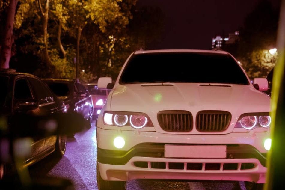 Der Fahrer des Ford Focus soll sich vor dem Unfall ein illegales Autorennen mit einem weißen BMW geliefert haben (Symbolbild)