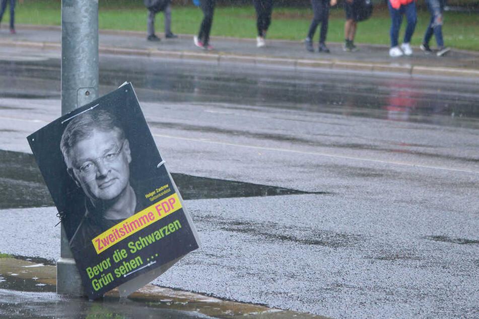 Holger Zastrow (50, FDP) landete mit seiner Partei tief unten - ähnlich wie dieses Plakat.