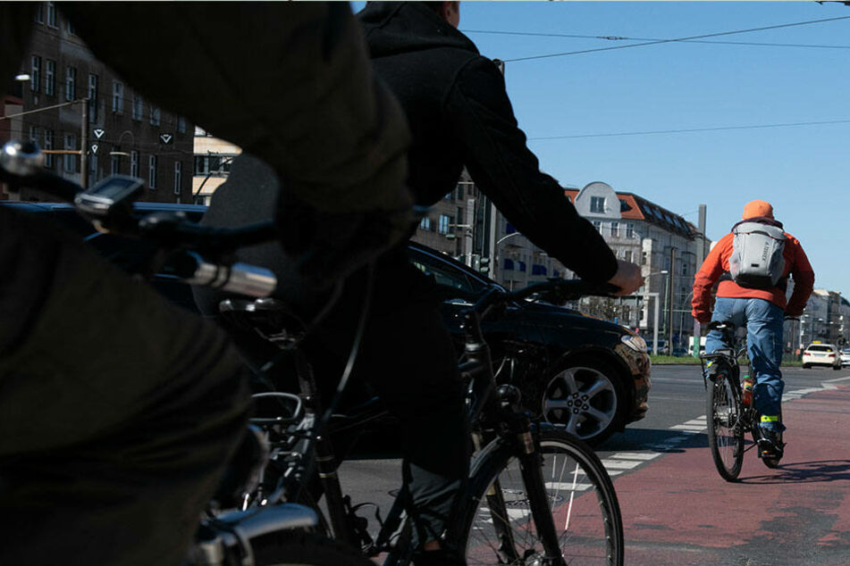 In Dresden und Pirna wurden Kinder von Fahrradfahrern weggestoßen (Symbolbild).