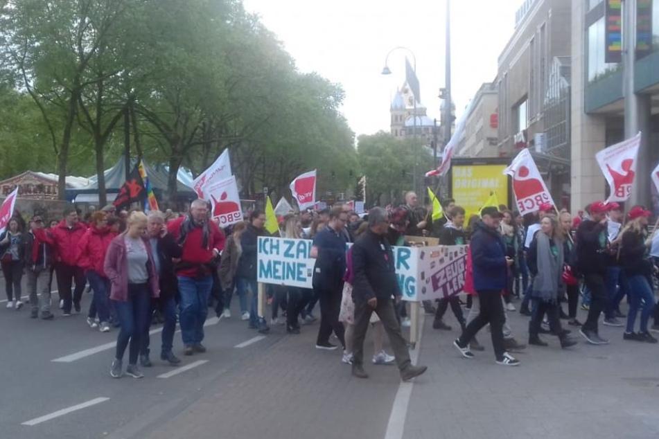 Der Demonstrationszug erreichte gegen 12.35 den Neumarkt.