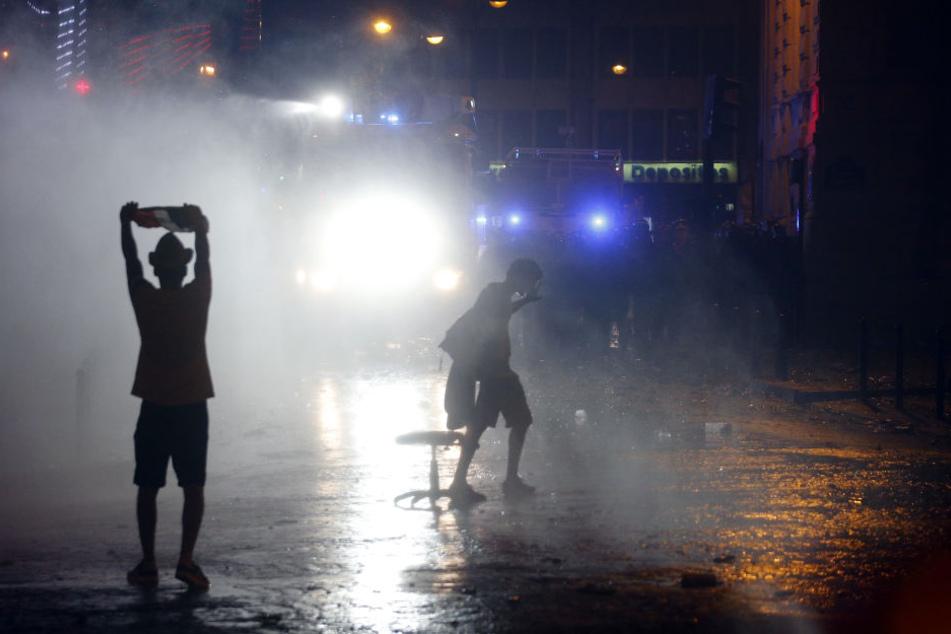 In mehreren französischen Städten endeten die WM-Feiern im Chaos.