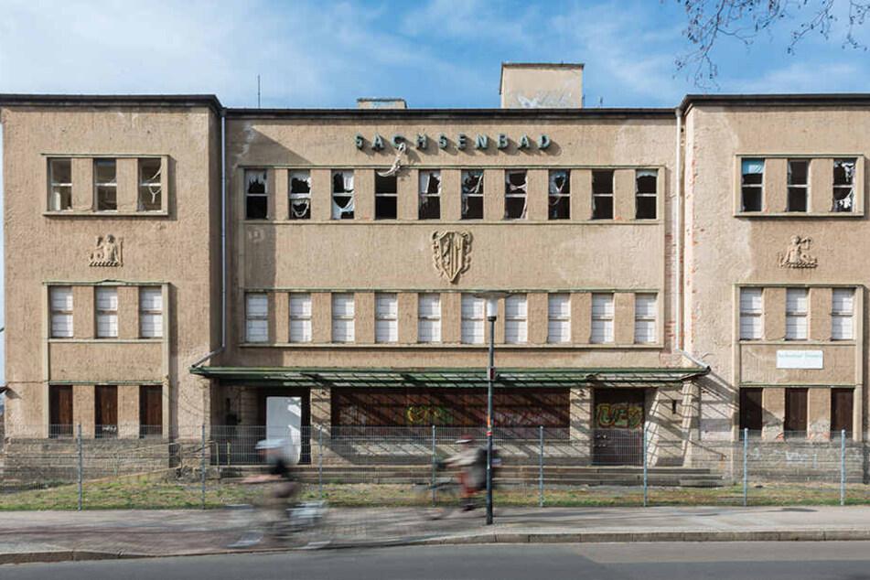 Der Streit ums Sachsenbad dauert schon Jahre an. Die Stadt will das Gebäude am liebsten verkaufen.