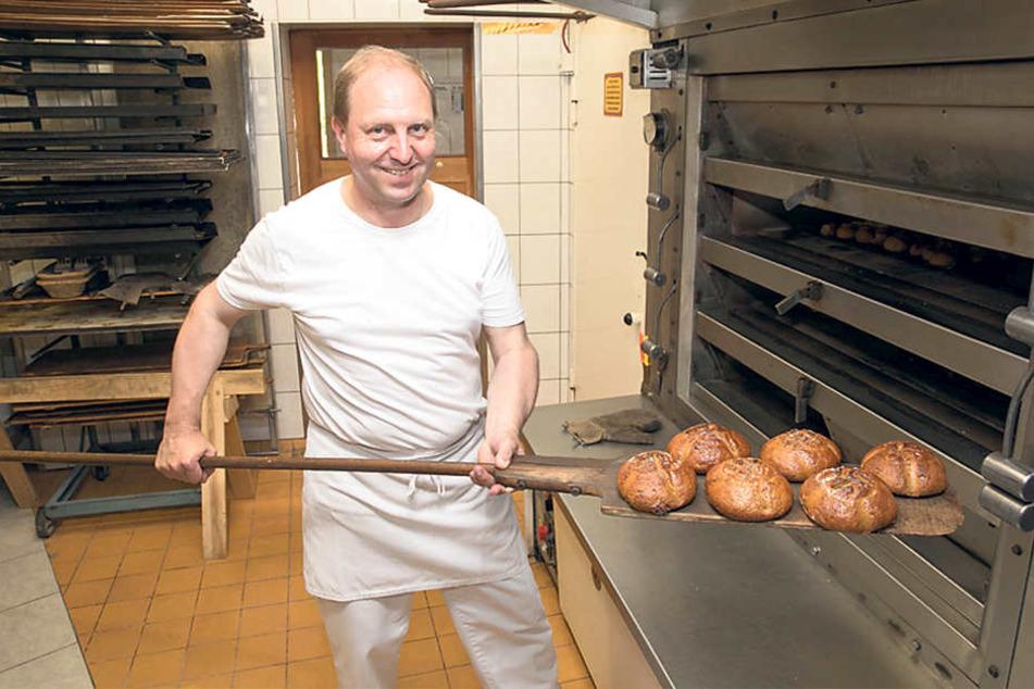 Bäckermeister Heiko Trepte (50)  führt die Tradition am Standort auch nach 150 Jahren fort.