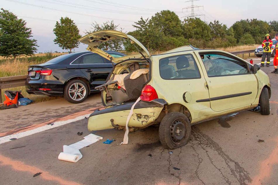 Die Renault-Fahrerin hatte auf der A71 die Spur gewechselt, die Audi-Fahrerin konnte nicht mehr bremsen und krachte mit voller Wucht auf den Kleinwagen.