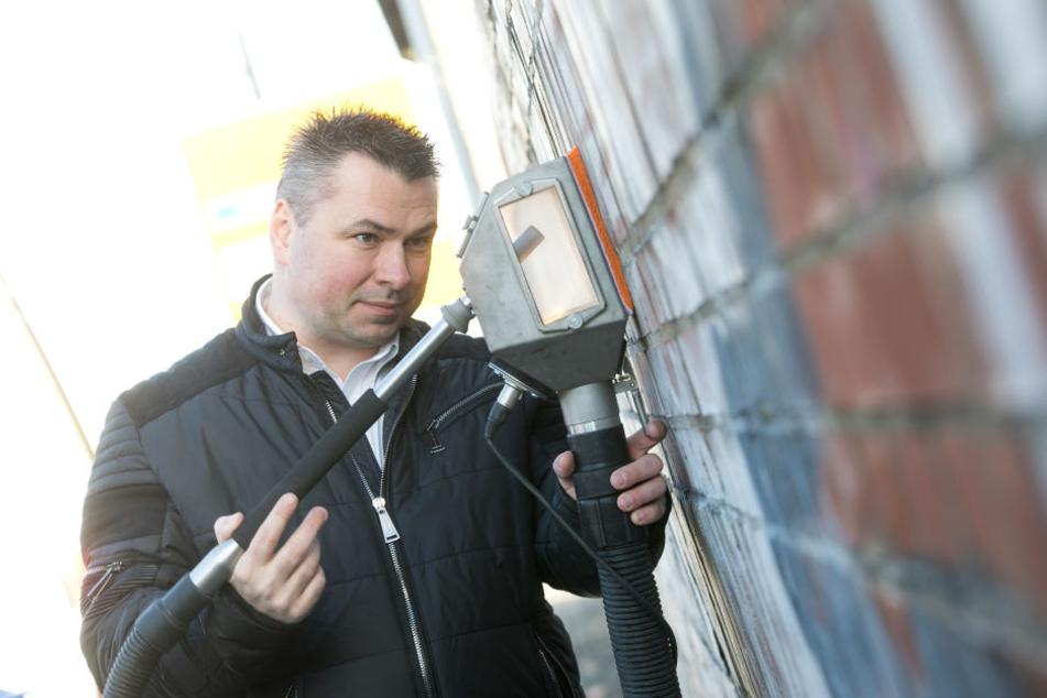 """Graffiti Stop""-Geschäftsführer Lars Kühnel (40) hat seinen Hightech-Sauger patentieren lassen."