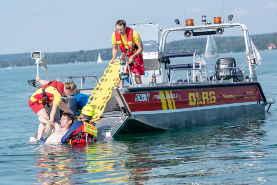 Die DLRG übt regelmäßig Rettungseinsätze. (Archivbild)