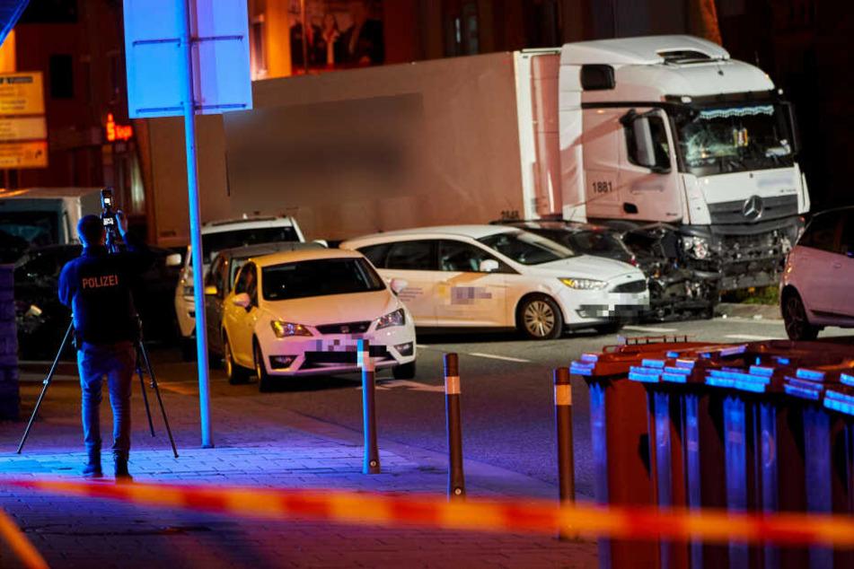 Es war Terror! Lkw in Limburg mit Absicht in Autos gelenkt