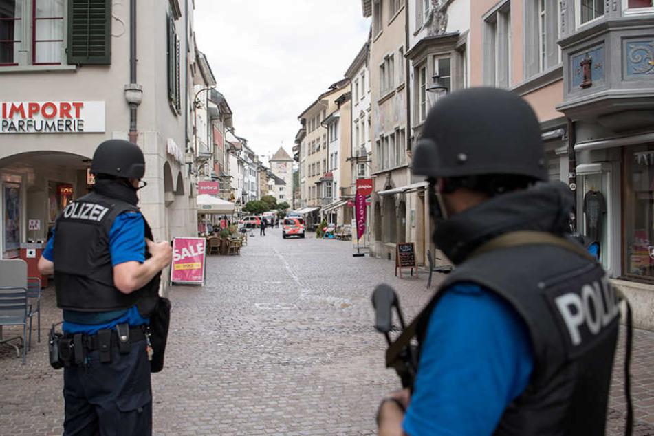 Die Polizei hat die Innenstadt vollständig abgeriegelt.