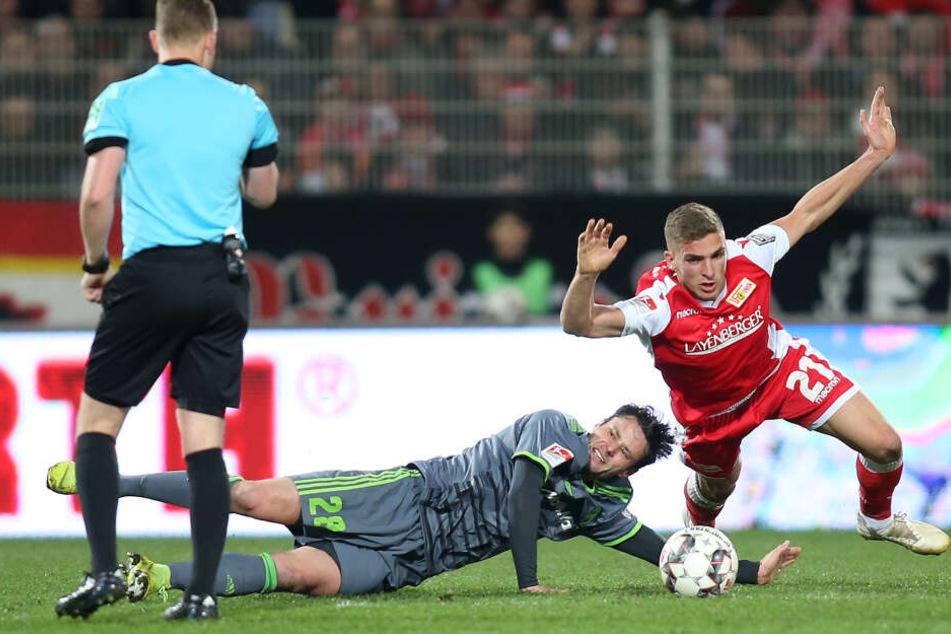 Harte Zweikämpfe: Ingolstadt versuchte mit gesunder Aggressivität den Unioner Spielfluss zu zerstören.