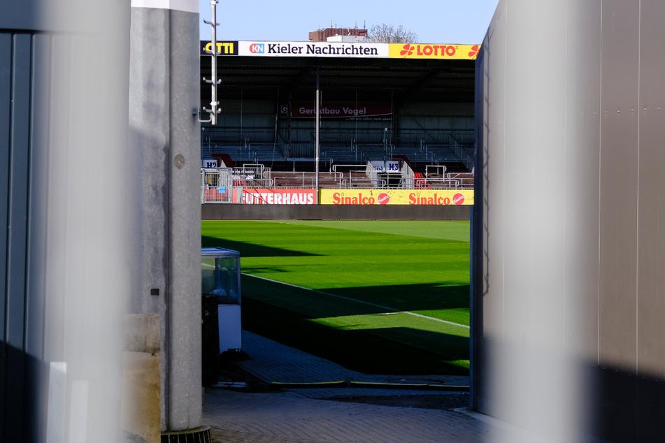 Kein Fußball-Spiel! Das Kieler Stadion blieb wegen Corona-Fällen kurzfristig leer.