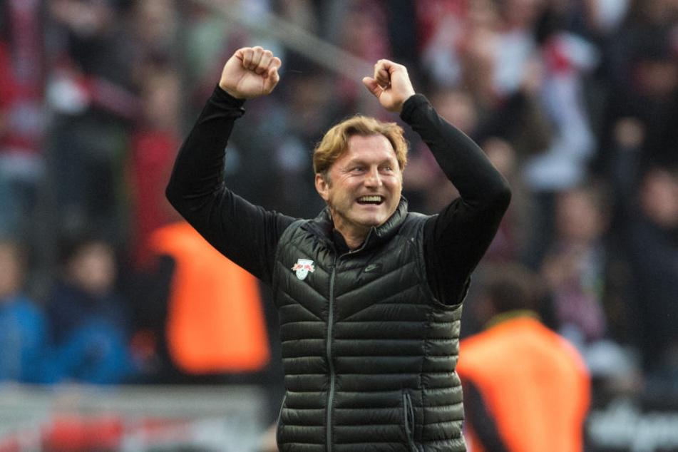 """Leipzigs Trainer Ralph Hasenhüttl freut sich über ein erfolgreiches Jahr. """"Es interessiert mich Null, ob ich nach der Hinrunde Dritter, Fünfter oder Siebter bin"""", so der 50-Jährige."""