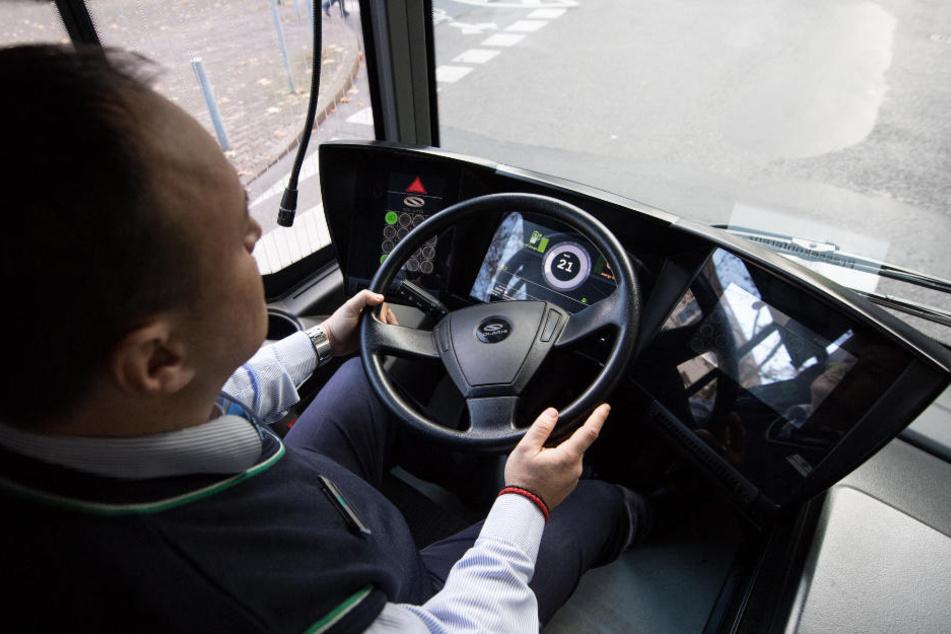 Fahrgäste lassen meist am Fahrer ihren Frust raus, auch wenn der nichts für Verspätungen kann. (Symbolbild)