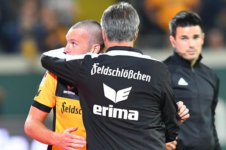 Dynamo-Trainer Uwe Neuhaus schien mit seinem bosnischen Neuzugang recht zufrieden zu sein.