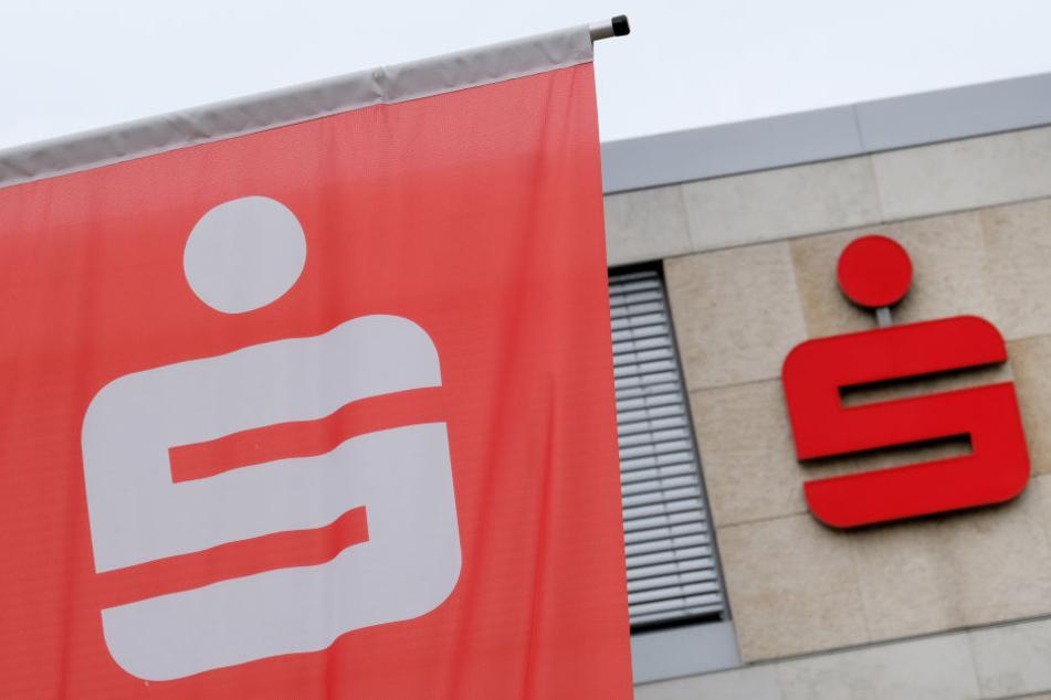 Datenpanne! Sparkasse verschickt hunderte Kundendaten in Rundmail