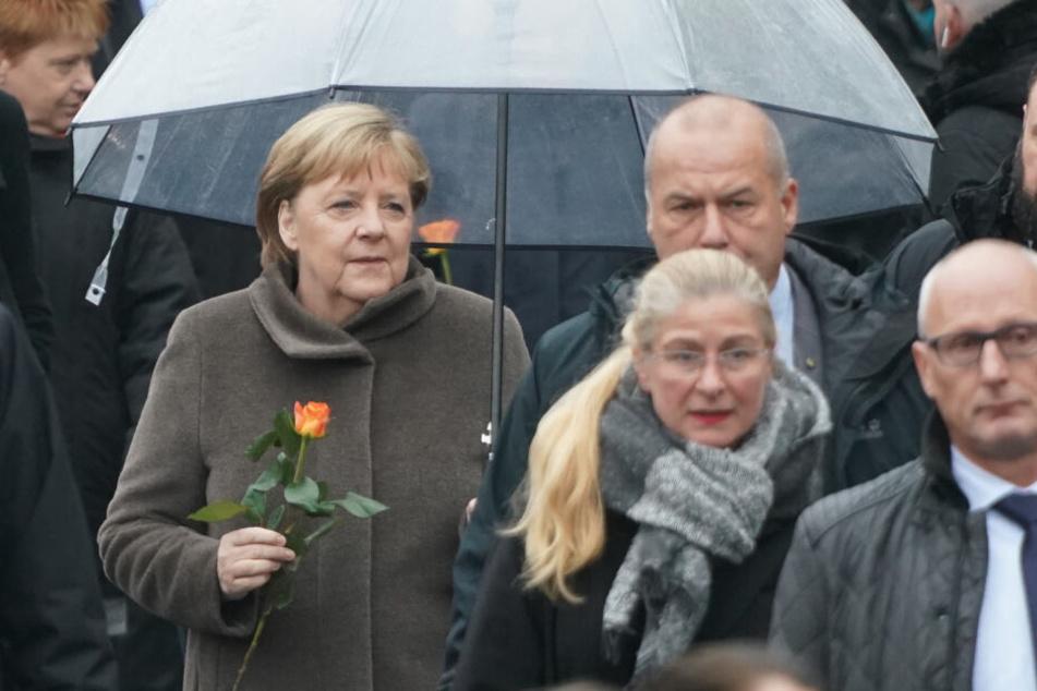 Bundeskanzlerin Angela Merkel (65) gedenkt am Samstag in Berlin dem Fall der Berliner Mauer.