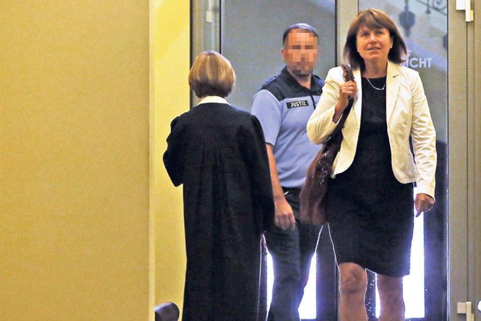 Zwickaus Oberbürgermeisterin Pia Findeiß (61, SPD) wehrte sich vor Gericht gegen Behauptungen eines Trios aus Zwickau.