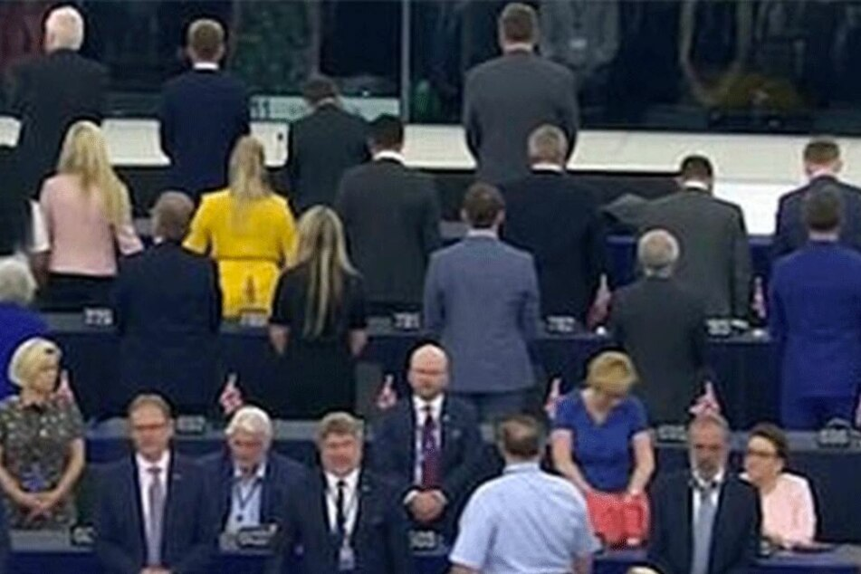Zu Beginn der konstituierenden Sitzung des EU-Parlaments drehten sich die Brexit-Mitglieder demonstrativ um.