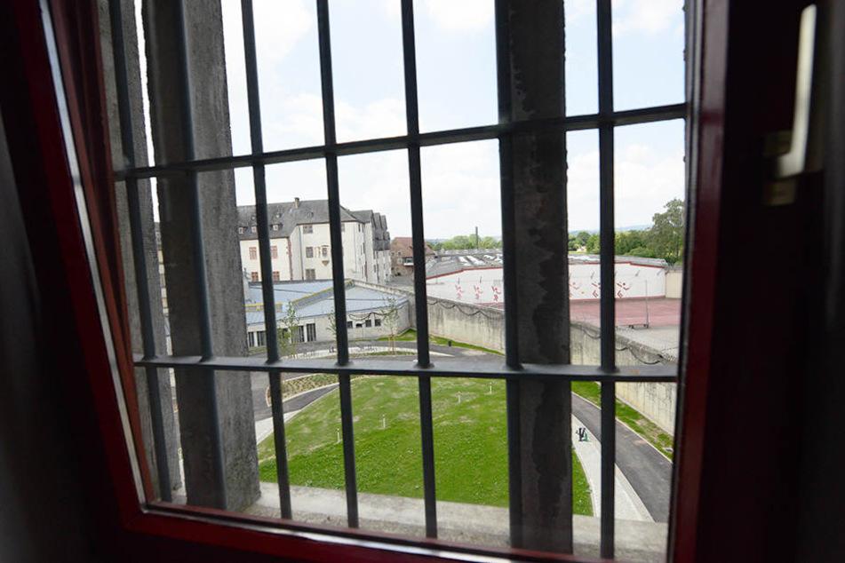 Wegen einer versuchten Kindesentführung ist ein Mann aus Nordrhein-Westfalen zu sechs Jahren Haft verurteilt worden (Symbolbild).