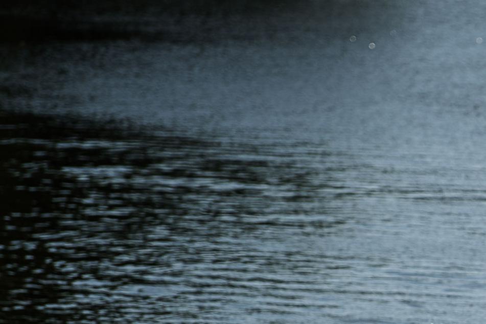 Aus dem Neckar wurde am Freitag ein 45-jähriger Mann tot aus dem Neckar geborgen. (Symbolbild)