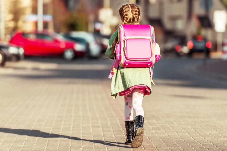Ein neunjähriges Mädchen wurde in Salzgitter von einem Gelenkbus erfasst (Symbolbild).
