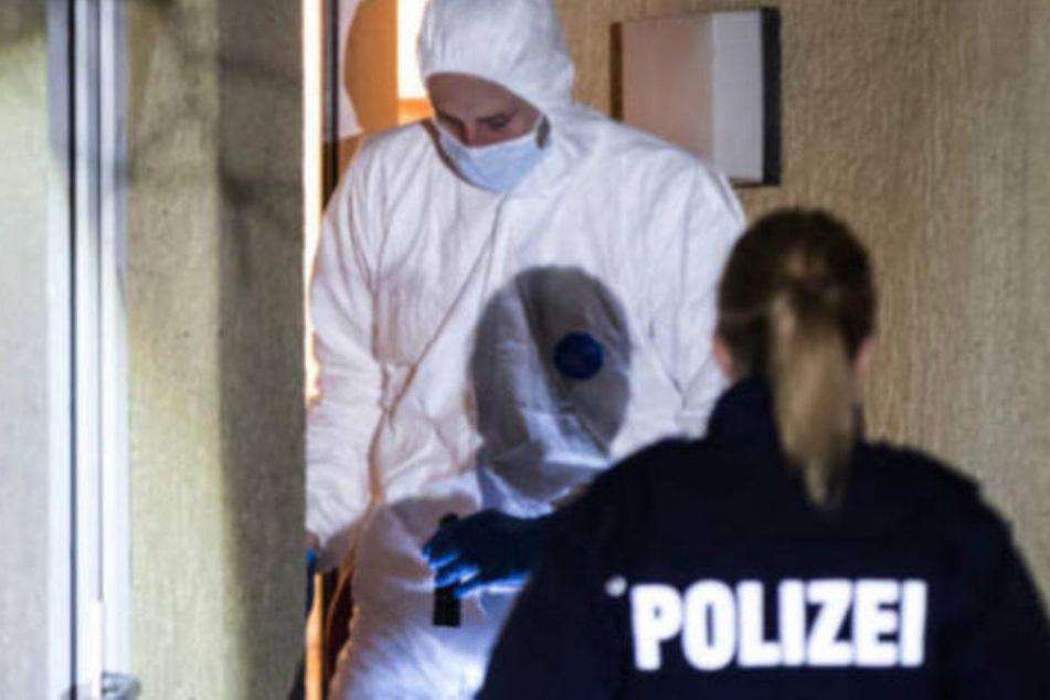 Die Polizei hat eine tote Frau entdeckt. (Symbolbild)