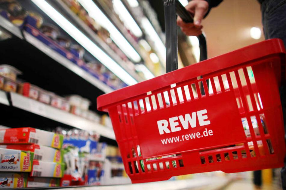 Mann bei Randale in Rewe-Supermarkt überwältigt: Wenig später stirbt er
