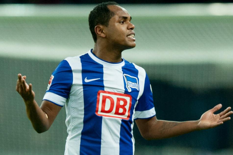 Ronny wird vorerst nicht zu Berlin United wechseln.