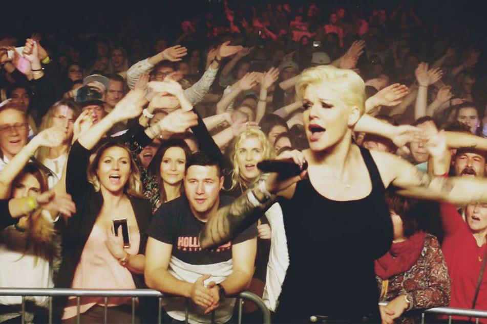 Tausende trällerten die Songs der Ballermann-Sängerin mit.