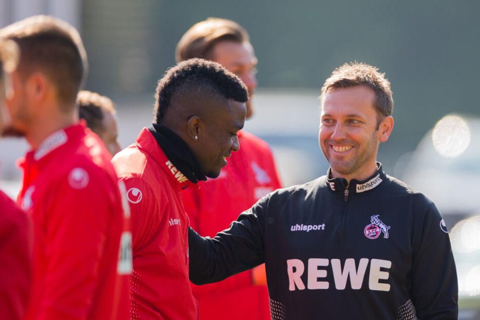 Kölns Interimstrainer André Pawlak (48) beim Training am Montagvormittag mit Jhon Cordoba (25).