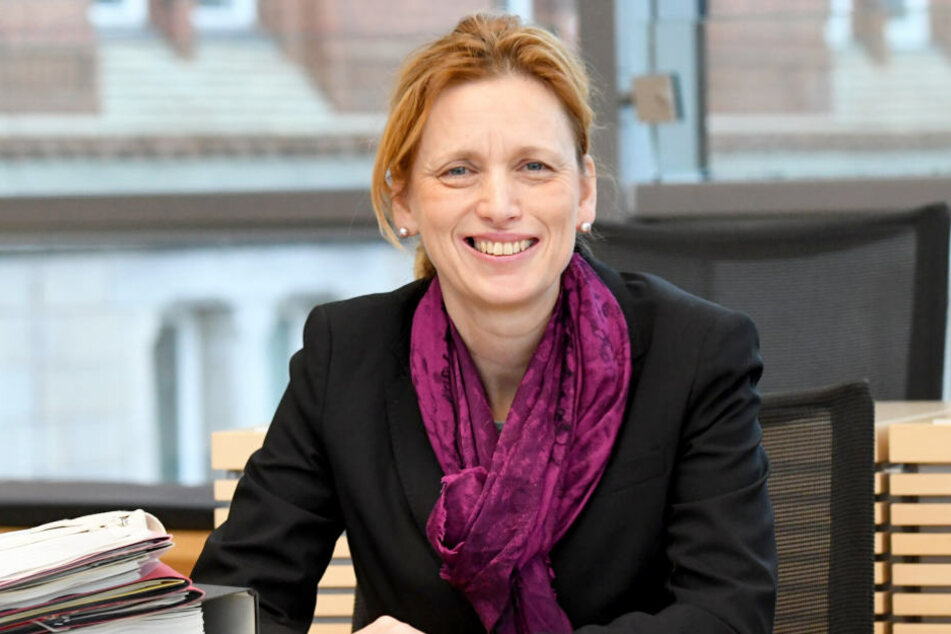 Schleswig-Holsteins Bildungsministerin Karin Prien mag den Film nicht, ist aber für dessen Aufführung.