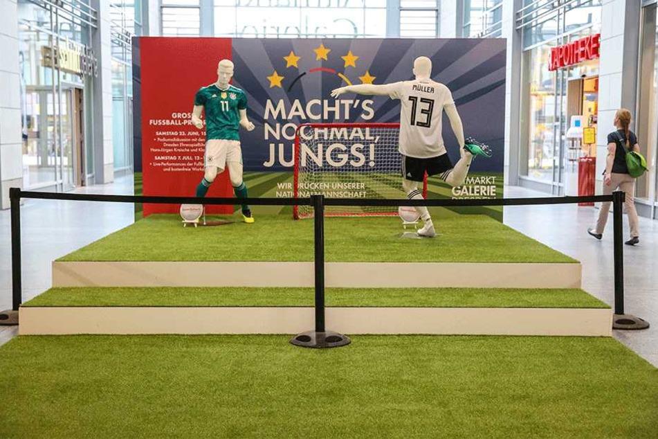 Jogis Jungs sind raus. Das WM-Flair in der Altmarkt-Galerie bleibt aber noch erhalten.