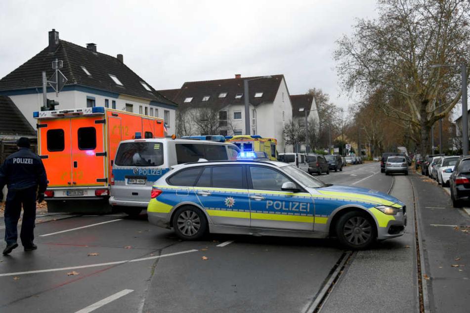 In Bochum hatte die Polizei den Bereich um eine Tankstelle großräumig abgesperrt.
