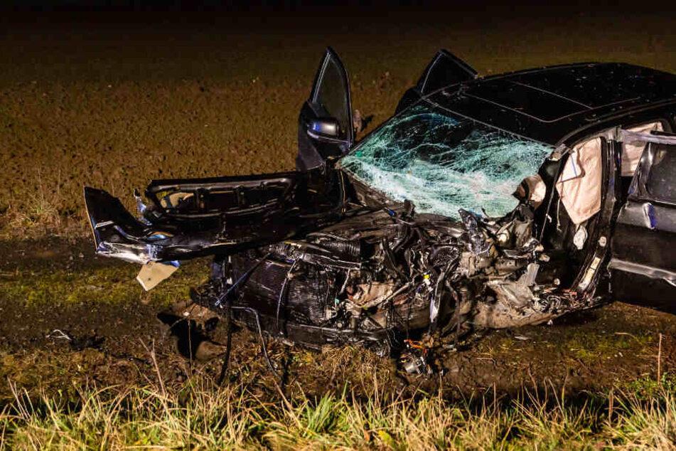Ehefrau muss alles mit ansehen: Zwei Menschen sterben bei Frontal-Crash am ersten Weihnachtsfeiertag