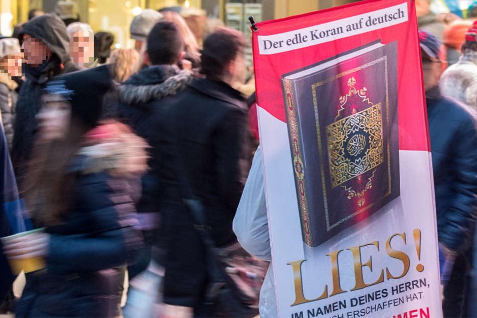 Mit der Verteilung von Koranen sorgten Islamisten in Frankfurt in der Vergangenheit für Aufregung.