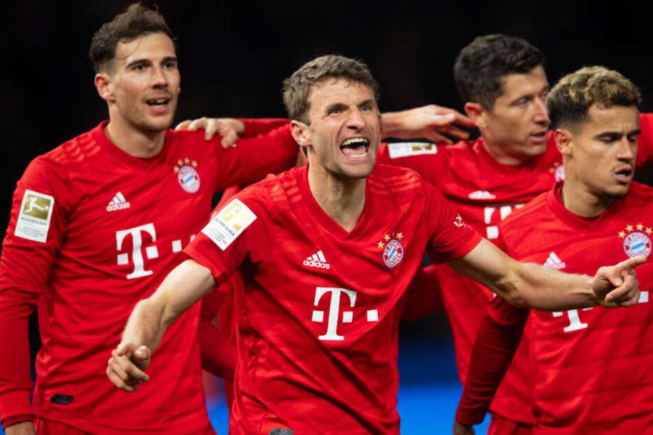 Leon Goretzka (l.), Thomas Müller (2. von links) und Robert Lewandowski (2. von rechts) hatten entscheidenden Anteil am klaren Bayern-Auswärtssieg bei Hertha BSC.